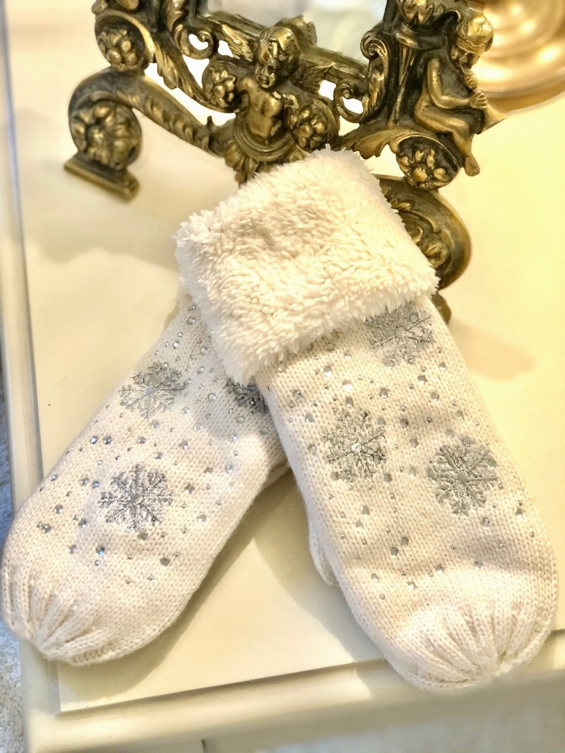 Snow Flake Glove Mitten Design  Winter White