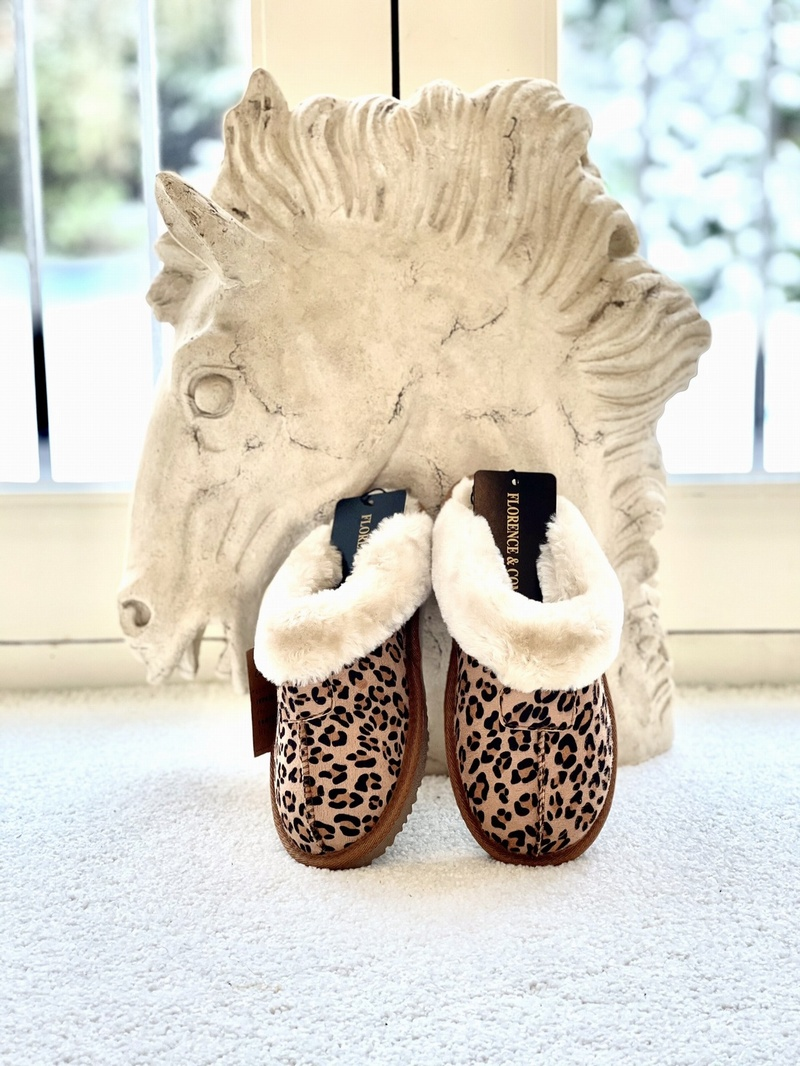 Luxury Slippers Leopard Design Tan